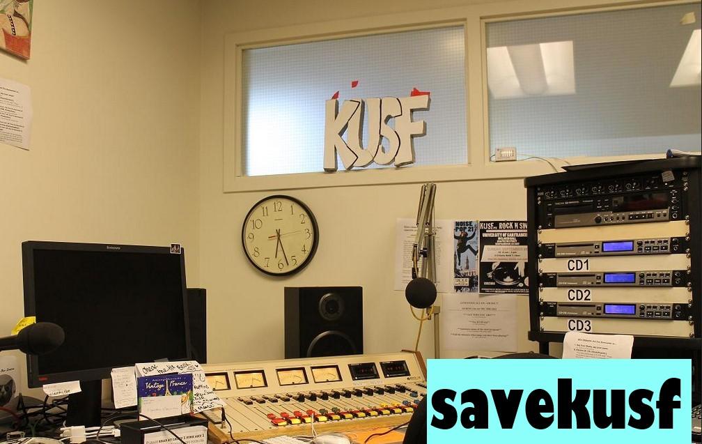 Penggemar vinil Mendengarkan Rekaman di KUSF San Francisco
